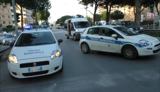 Legno Naturale Viale Regione Siciliana Palermo : Auto si scontra con un autocarro è caos in viale regione