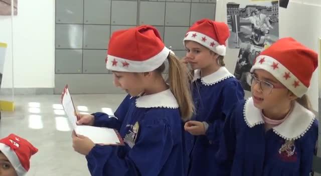 Babbo Natale Video Per Bambini.I Bambini Di Palermo Scrivono A Babbo Natale L Iniziativa Di Poste Italiane