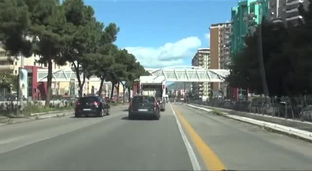 Legno Naturale Viale Regione Siciliana Palermo : Vandali nel sovrappasso di viale regione siciliana danneggiati
